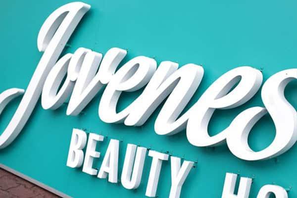 Làm bảng hiệu quảng cáo đẹp với chất liệu fomex